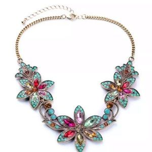 Jewelry - Gorgeous drop neckline green/pink crystal necklace